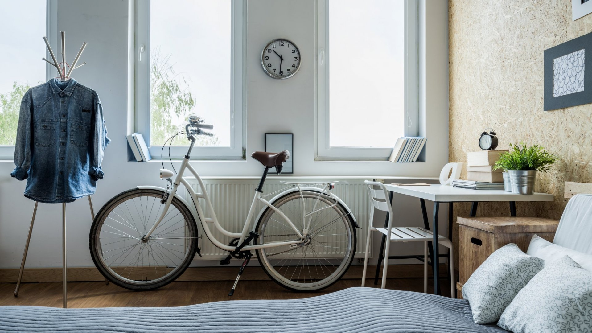 How to Squeeze a Home Office Into a Small Space: 7 Tips