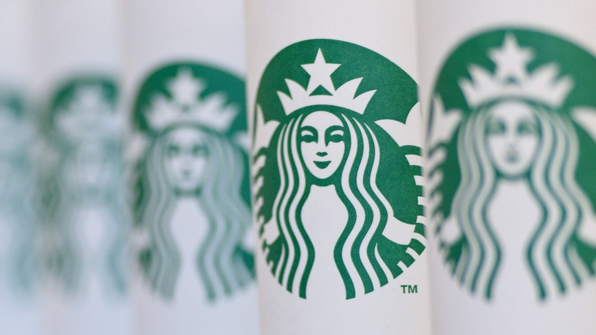 An Undercover CIA Spy Just Revealed the Ingenious Trick That Secret Agents Use at Starbucks