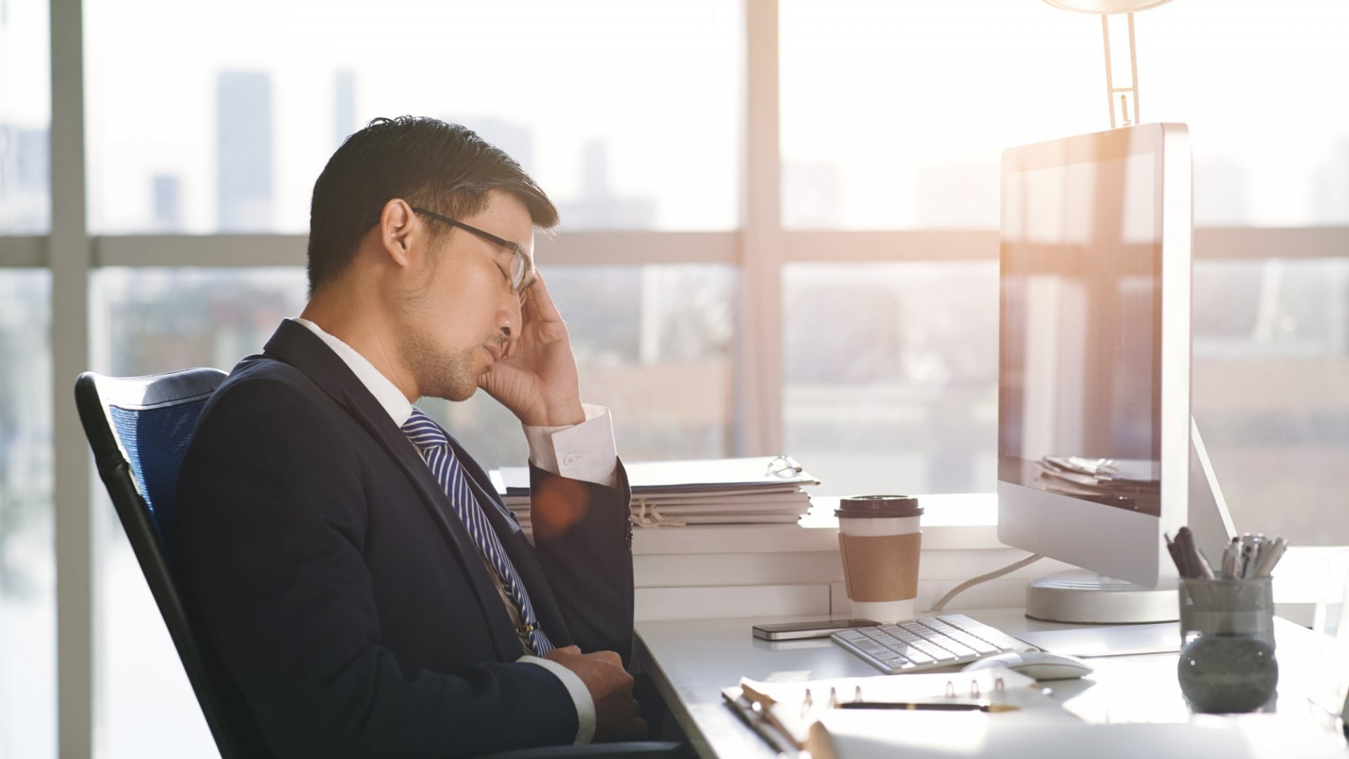 Science Says Skimping on Your Sleep for Work May Lead to Alzheimer's. Here's How