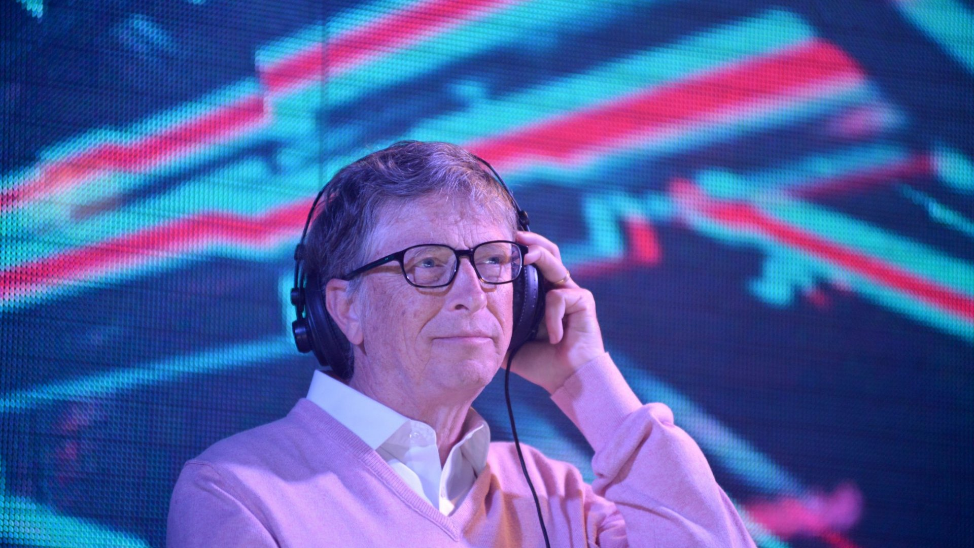 Still Trying to Cut Out Distractions? Bill Gates Stopped Watching TV and Listening to Music For 5 Years in His 20s