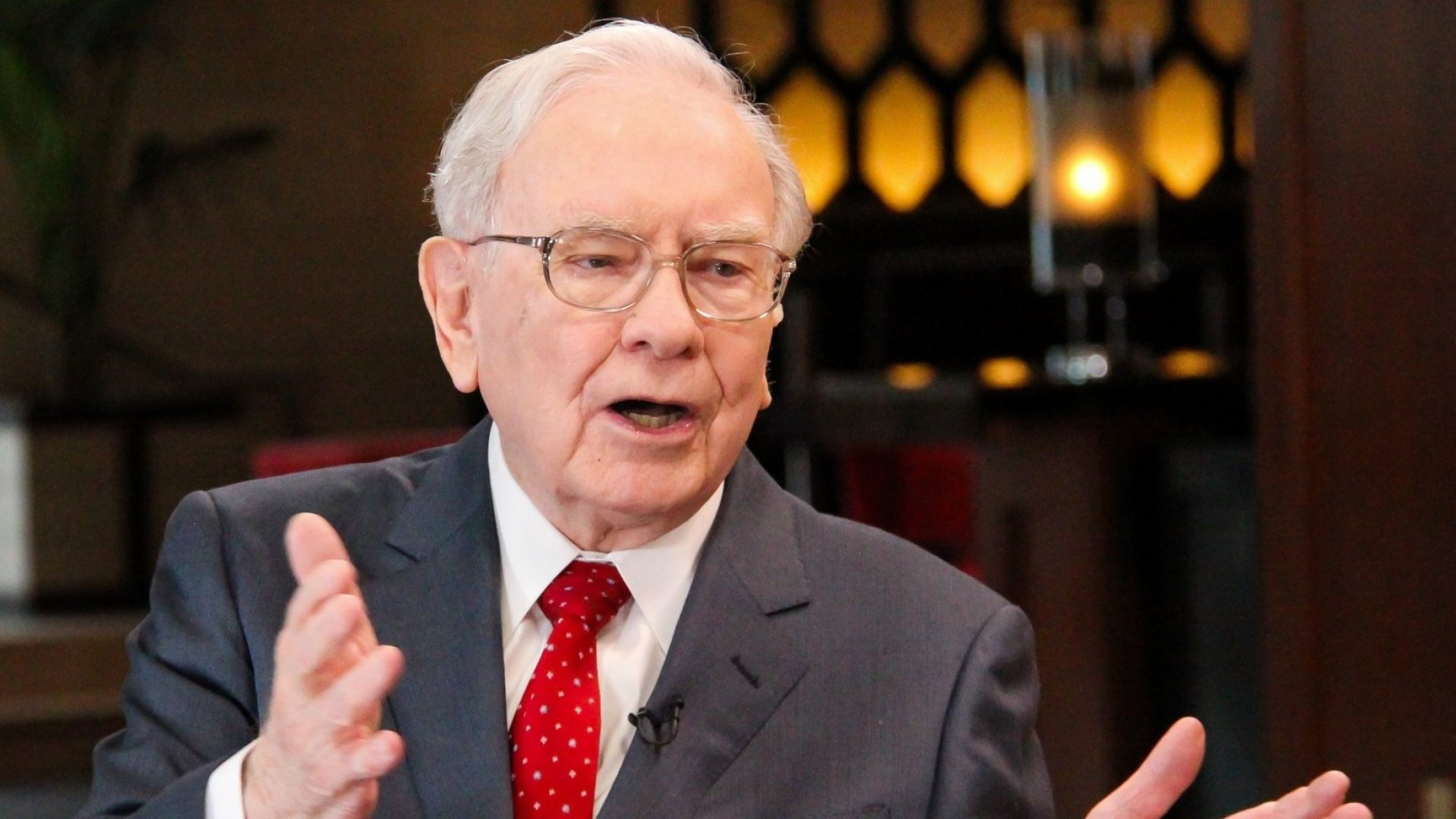 In His Annual Shareholder Letter, Warren Buffett Showed Why His Favorite Rhetorical Tool Is So Effective