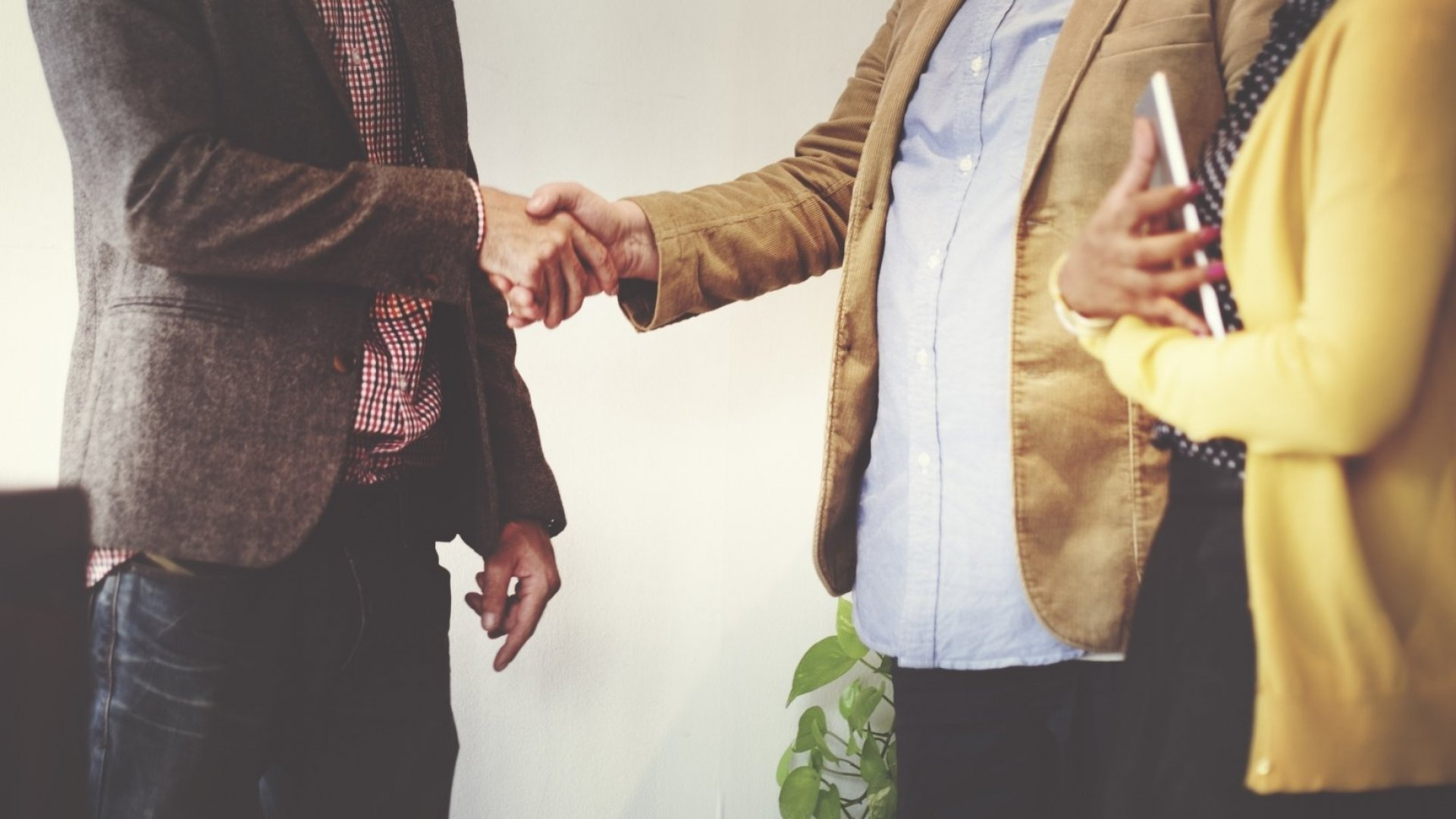 Want to Be a Master Networker? Stop Making Boring Introductions and Do This Instead