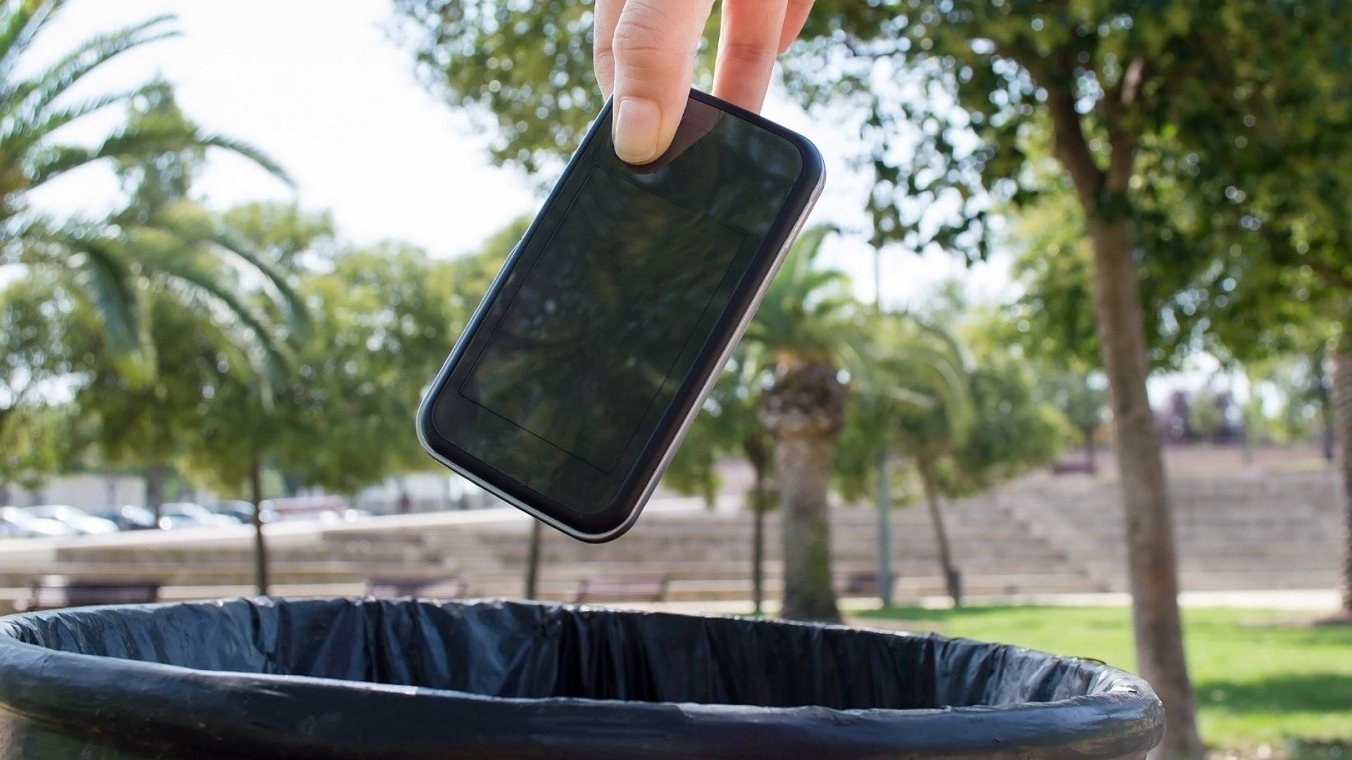 Would You Give Up Your Smartphone for a Year for $100,000? (You'll Have to Take a Lie Detector Test to Prove It)