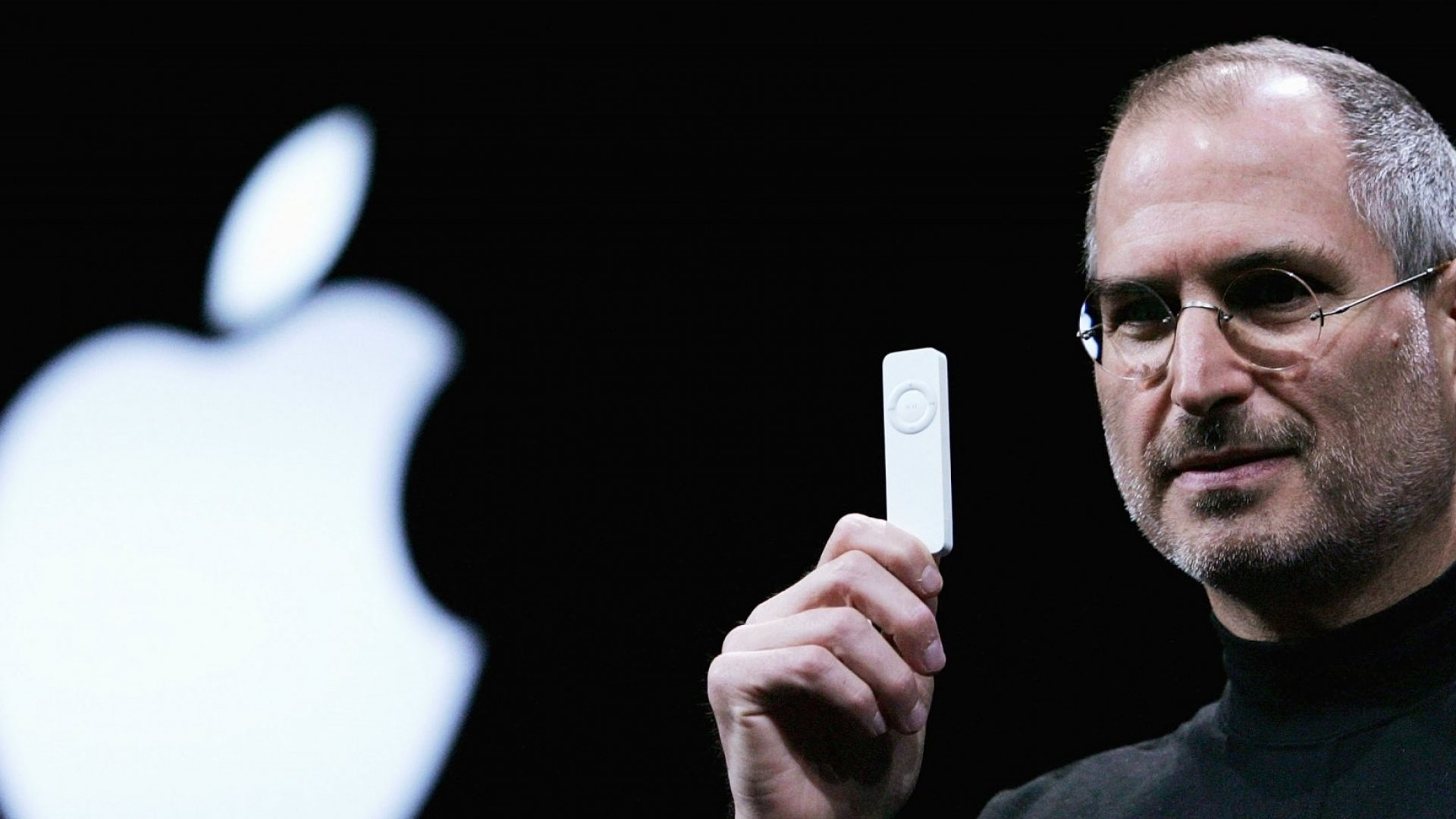 Former Apple CEO Steve Jobs holds a new iPod shuffle MP3 player at the 2005 Macworld Expo January 11, 2005 in San Francisco, California.