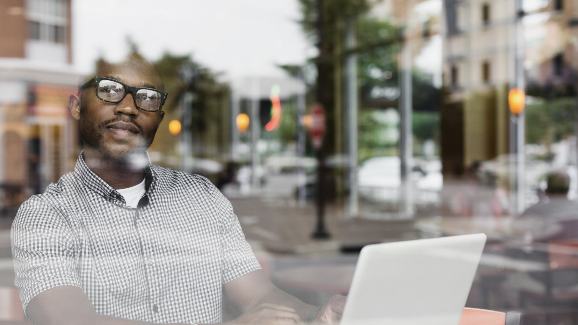 6 Tips for Keeping a Strong Bond With Your Virtual Employees