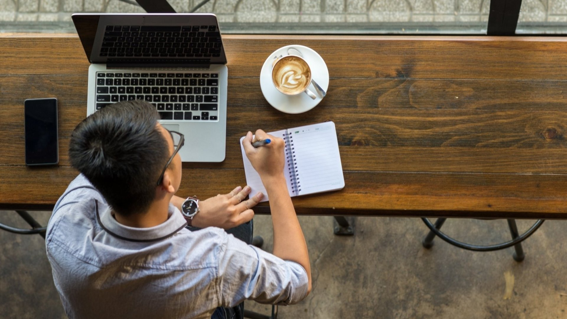 It's Easier to Focus in a Coffee Shop Than in an Open-Plan Office, According to Brain Scans