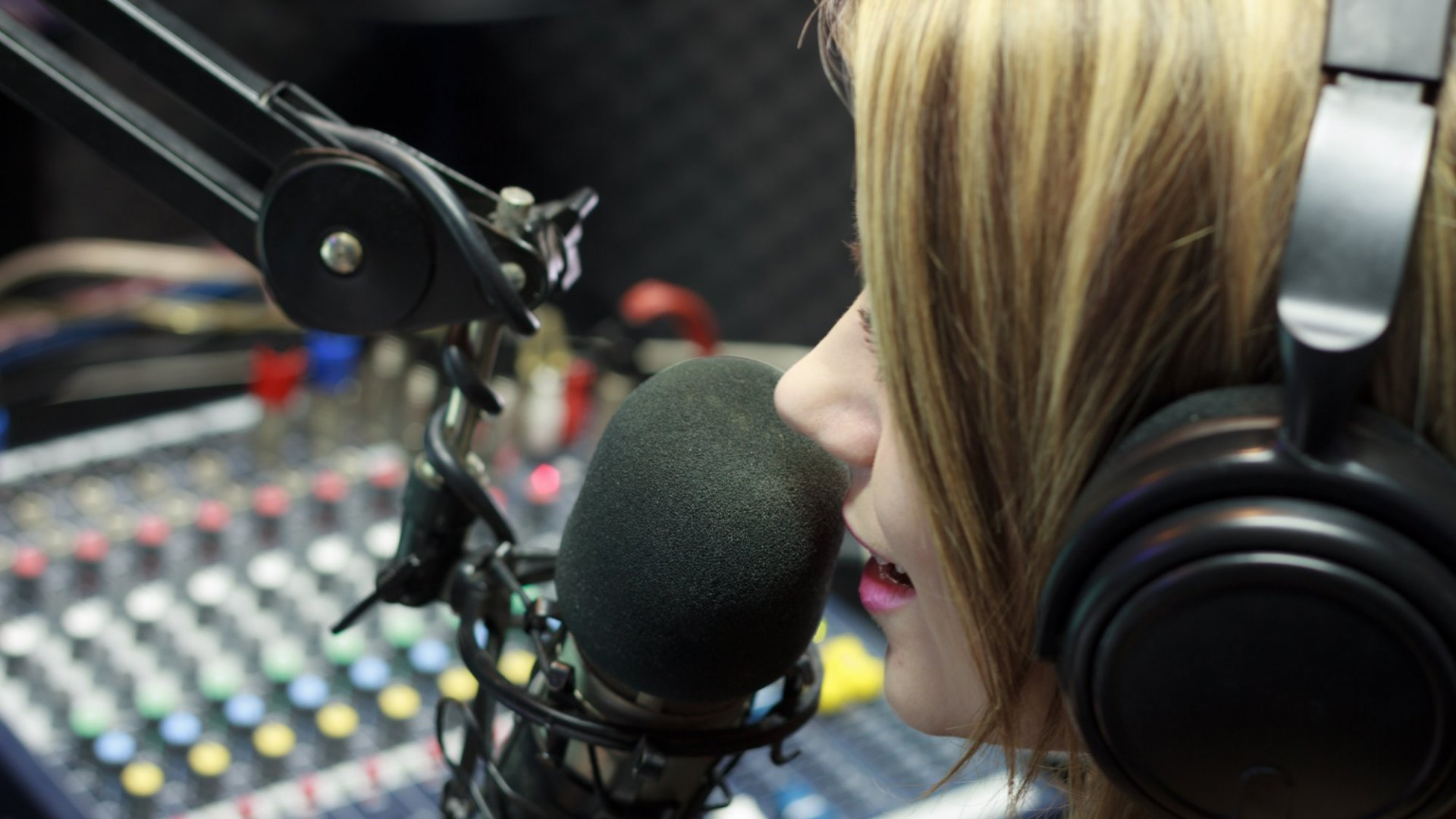 How Podcasting Is Transforming the News Media