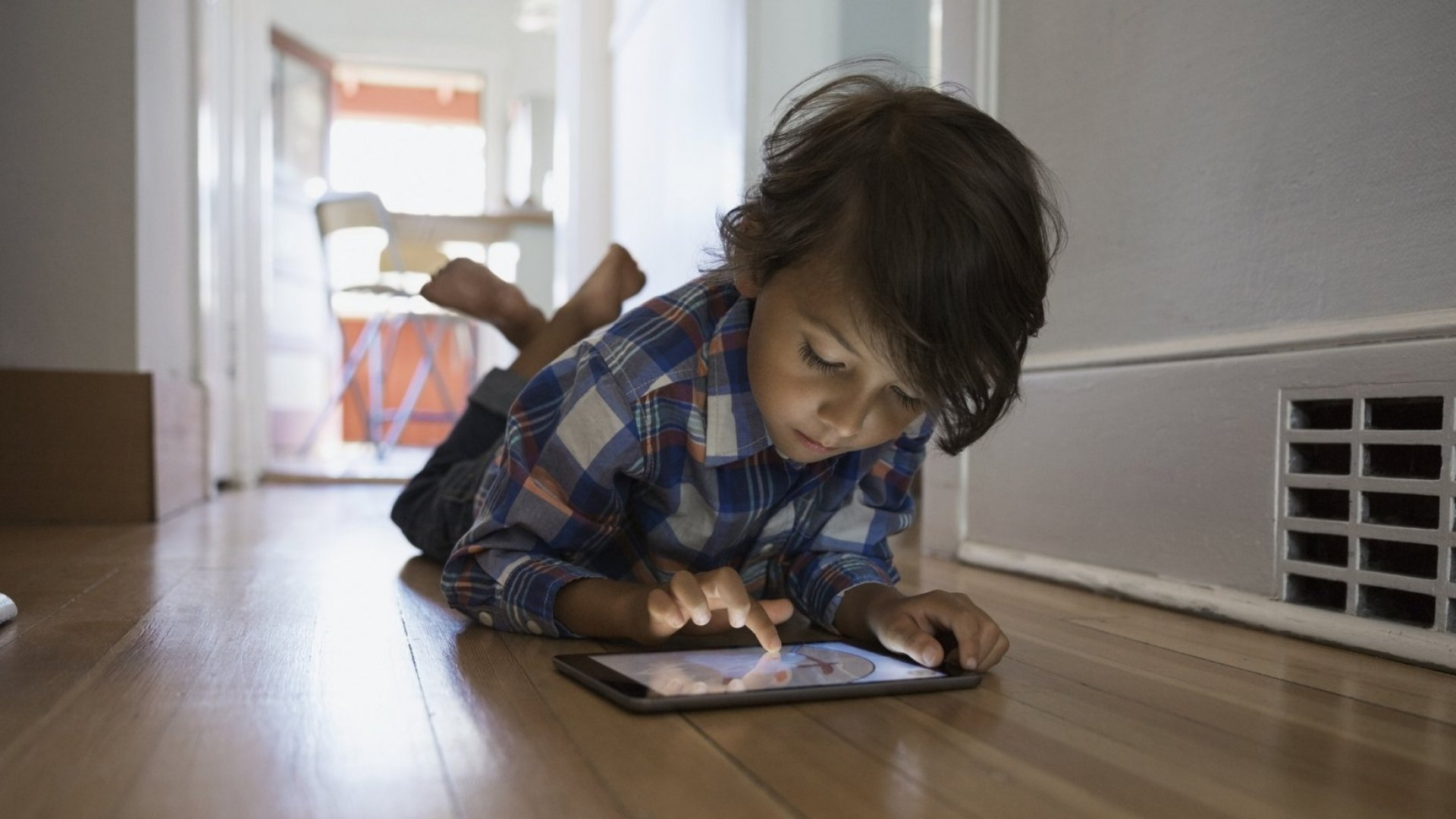 5 Principles to Raise Successful Kids in a World Full of Screens