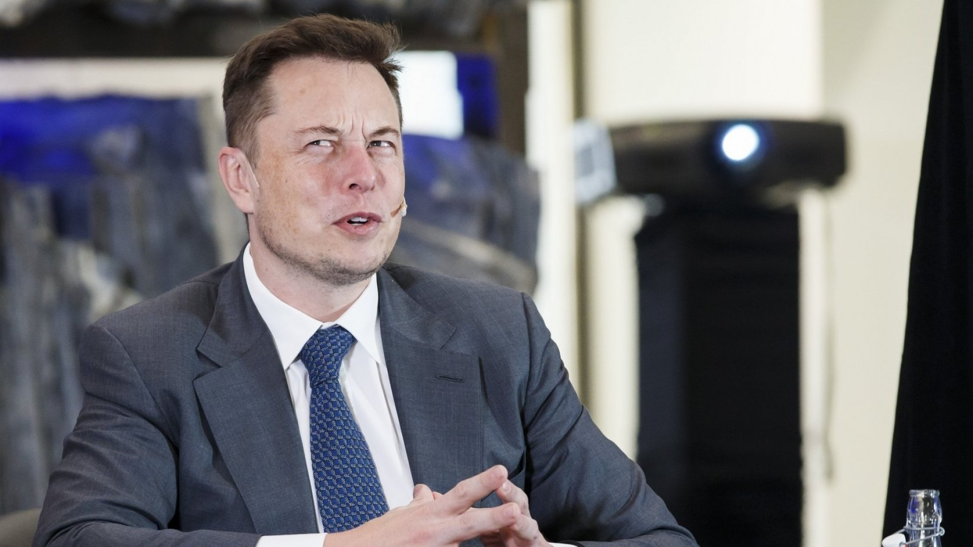 The Pros and Cons of Elon Musk's Plans for Tesla to Buy SolarCity