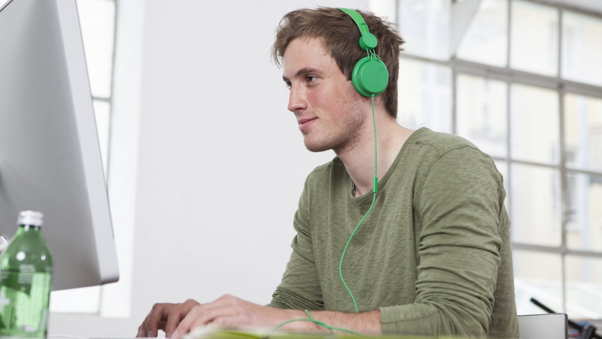 3 Ways Listening to Music Actually Makes You More Productive