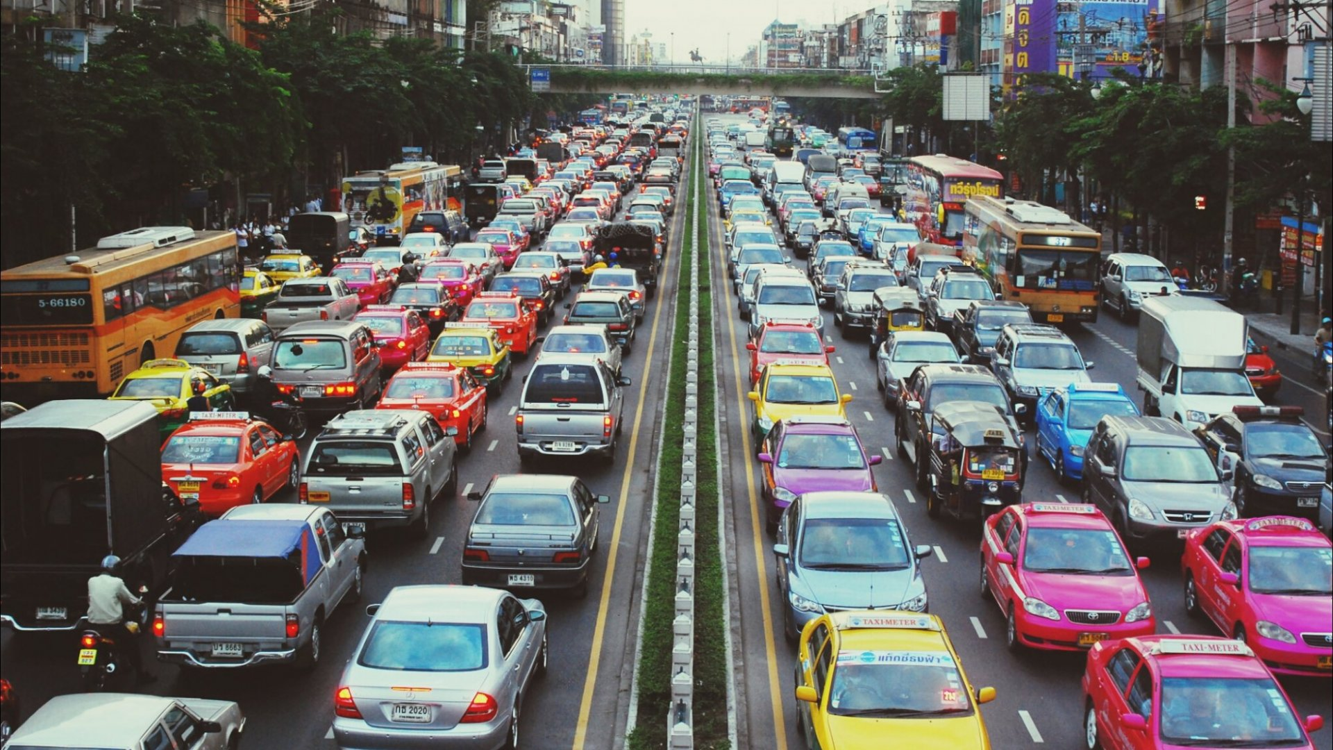 This One Simple Driving Trick Can Clear Traffic Jams From Your Commute