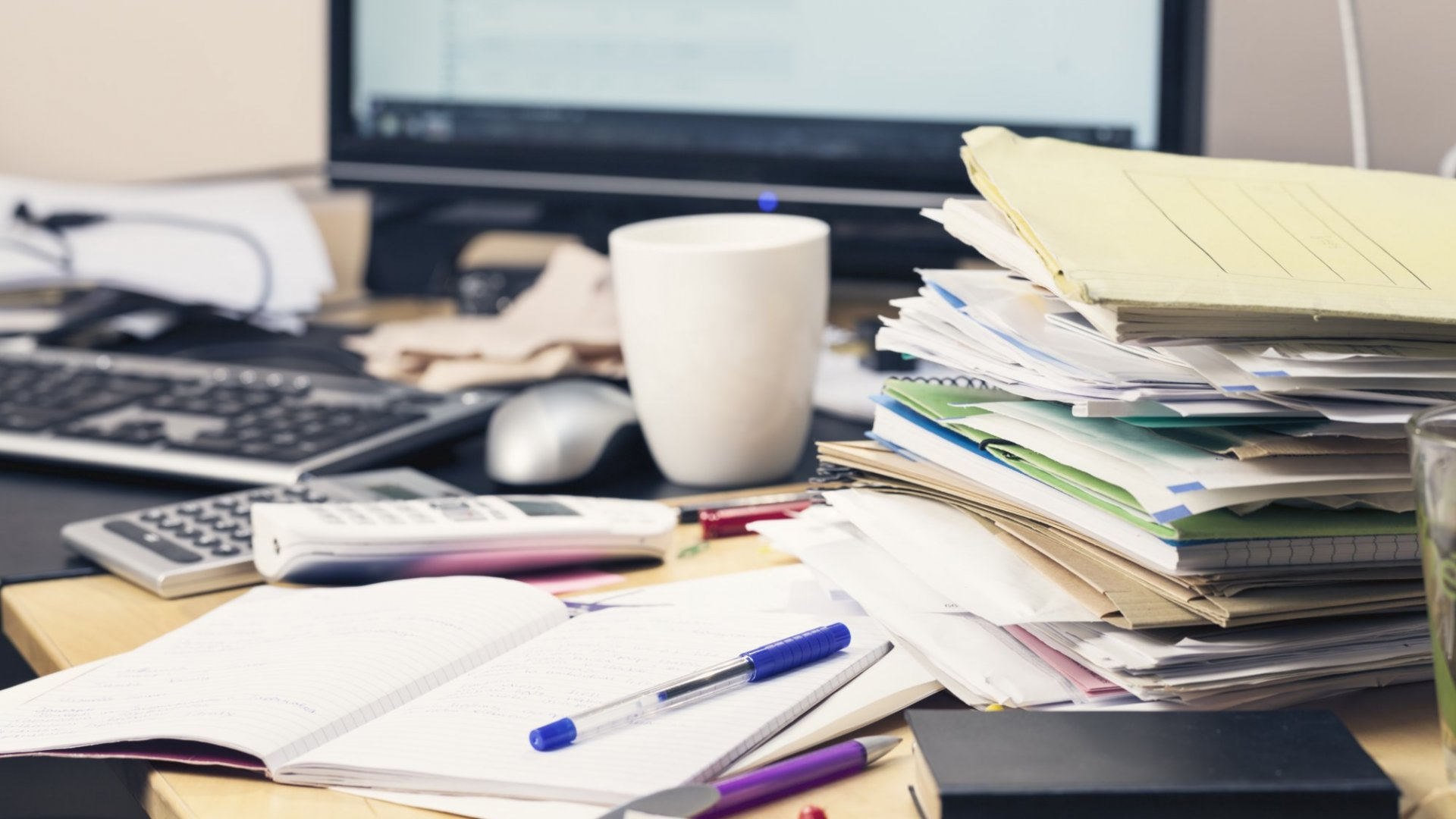 The Negative Relationship Between a Messy Desk and Productivity