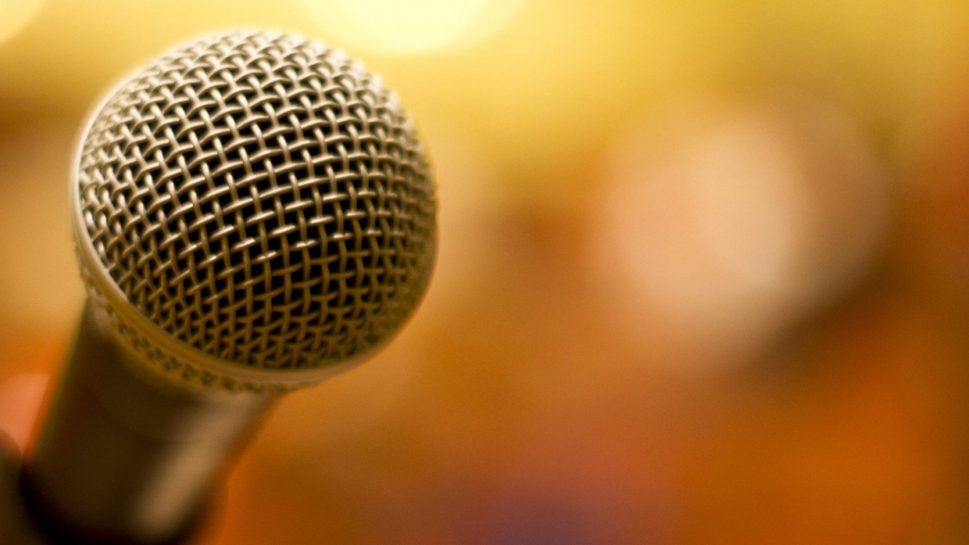 How to Handle Public-Speaking Disasters Like a Pro