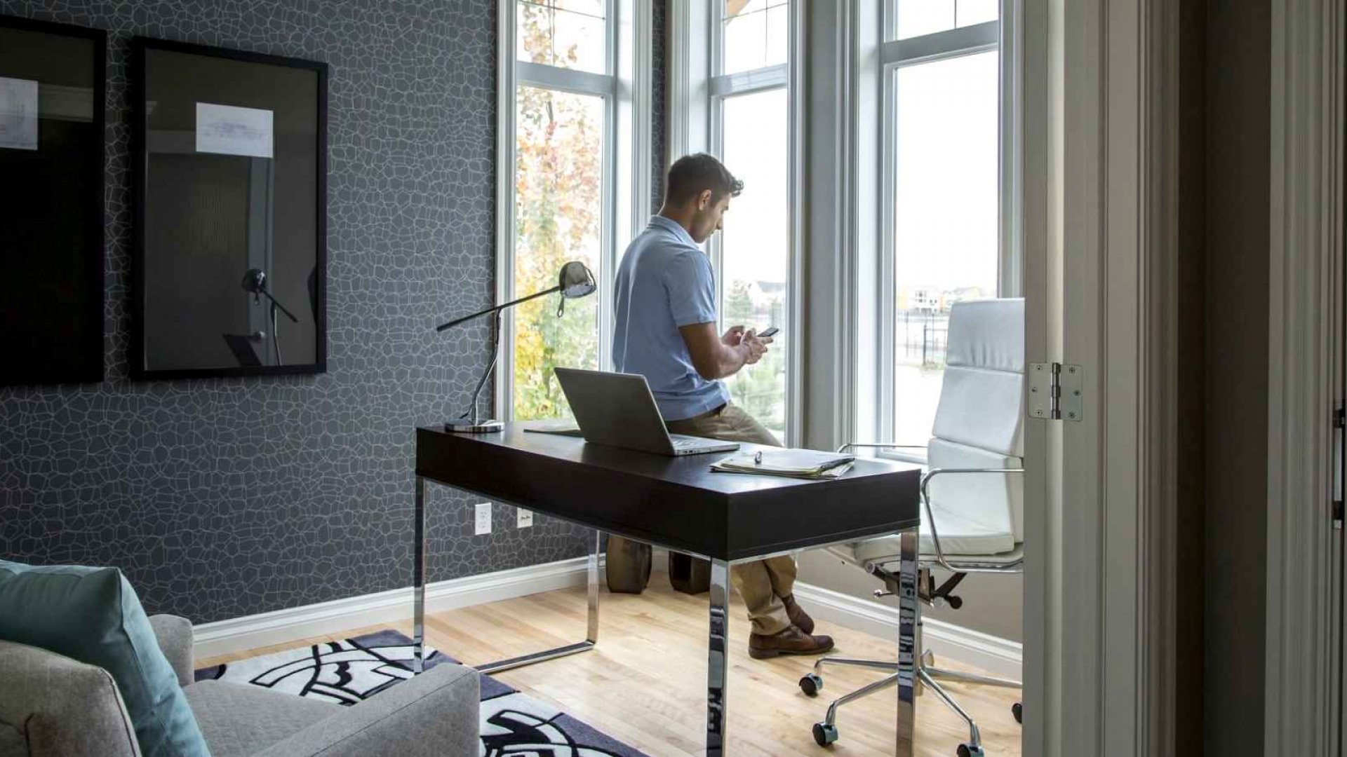 How Most Remote Workers End Up Wasting Time (and What to Do About It)