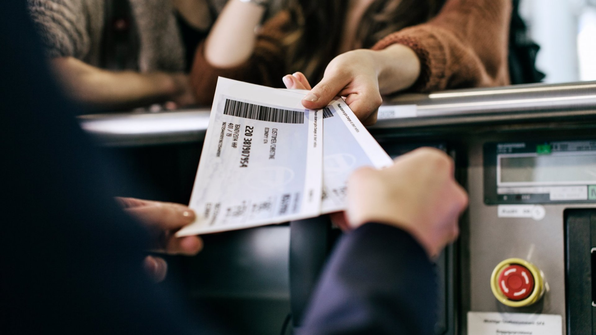 Use the 'Rule of 3' to Get What You Want From Airlines