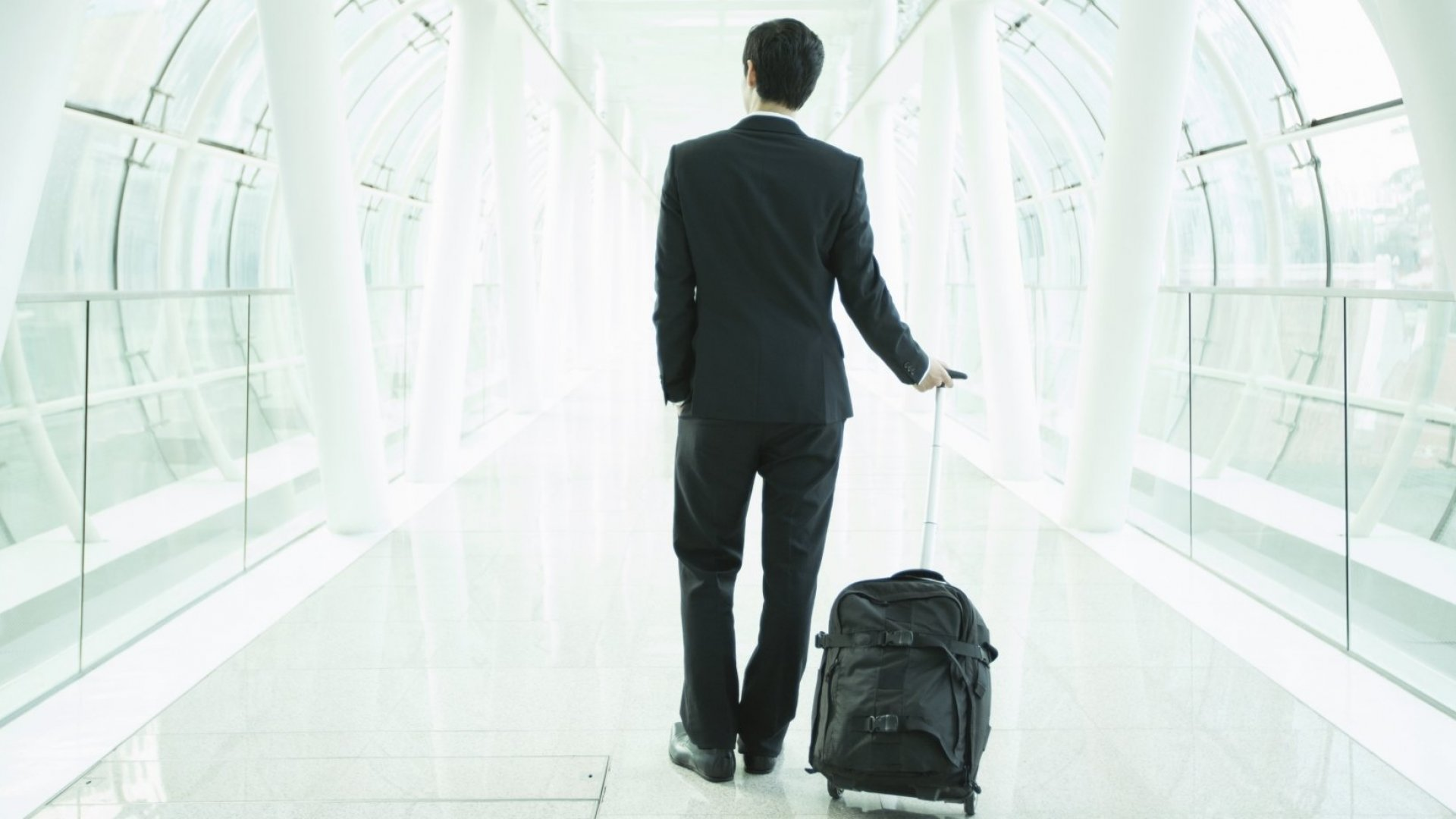 10 Items Business Travelers Should Always Have in Their Carry-on Bag