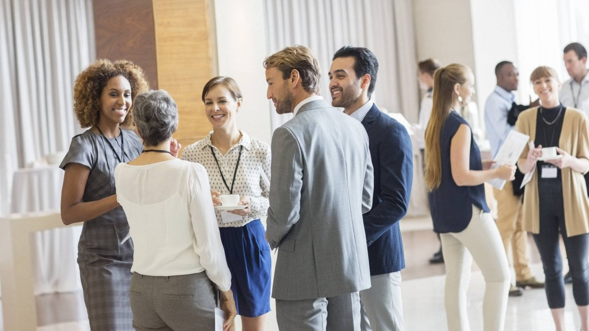 Shy and Self-Conscious in Group Settings? The Perfect Way to Overcome Your Fear of Small Talk