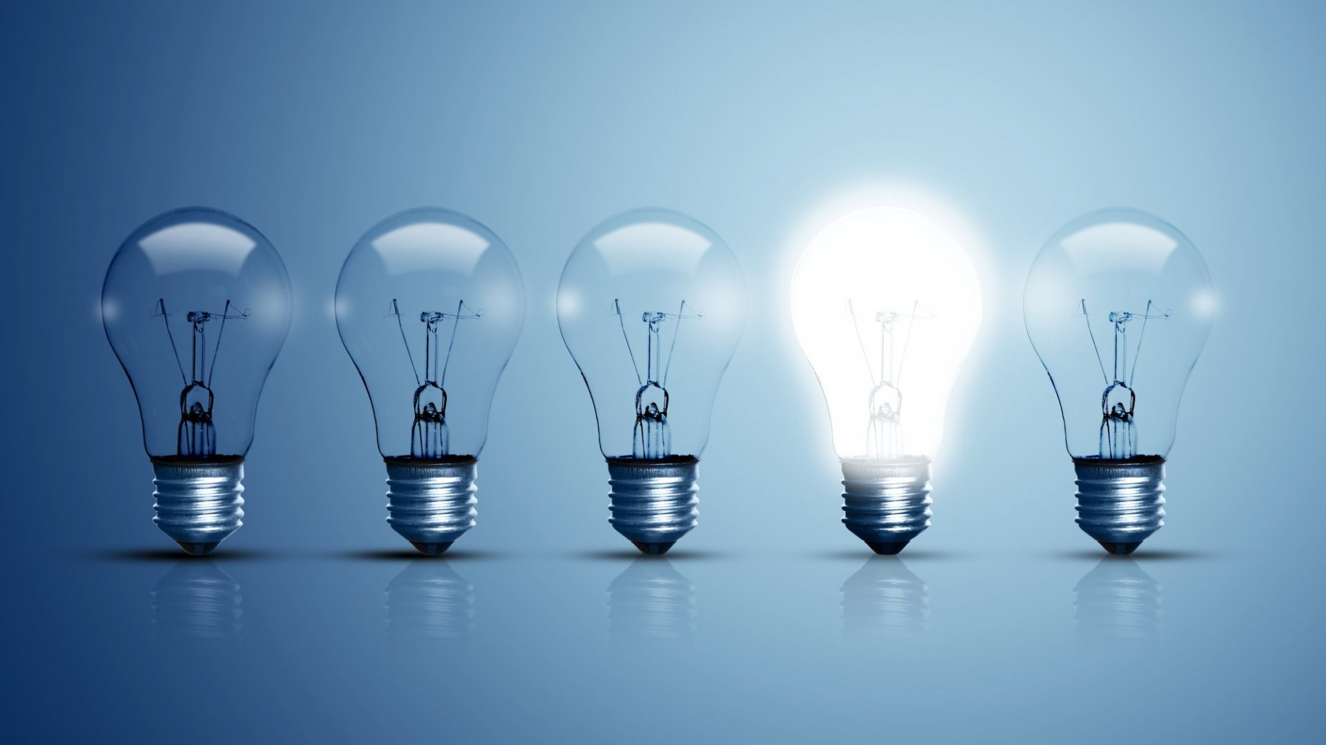To Develop Ideas, Generate and Evaluate Them at the Same Time