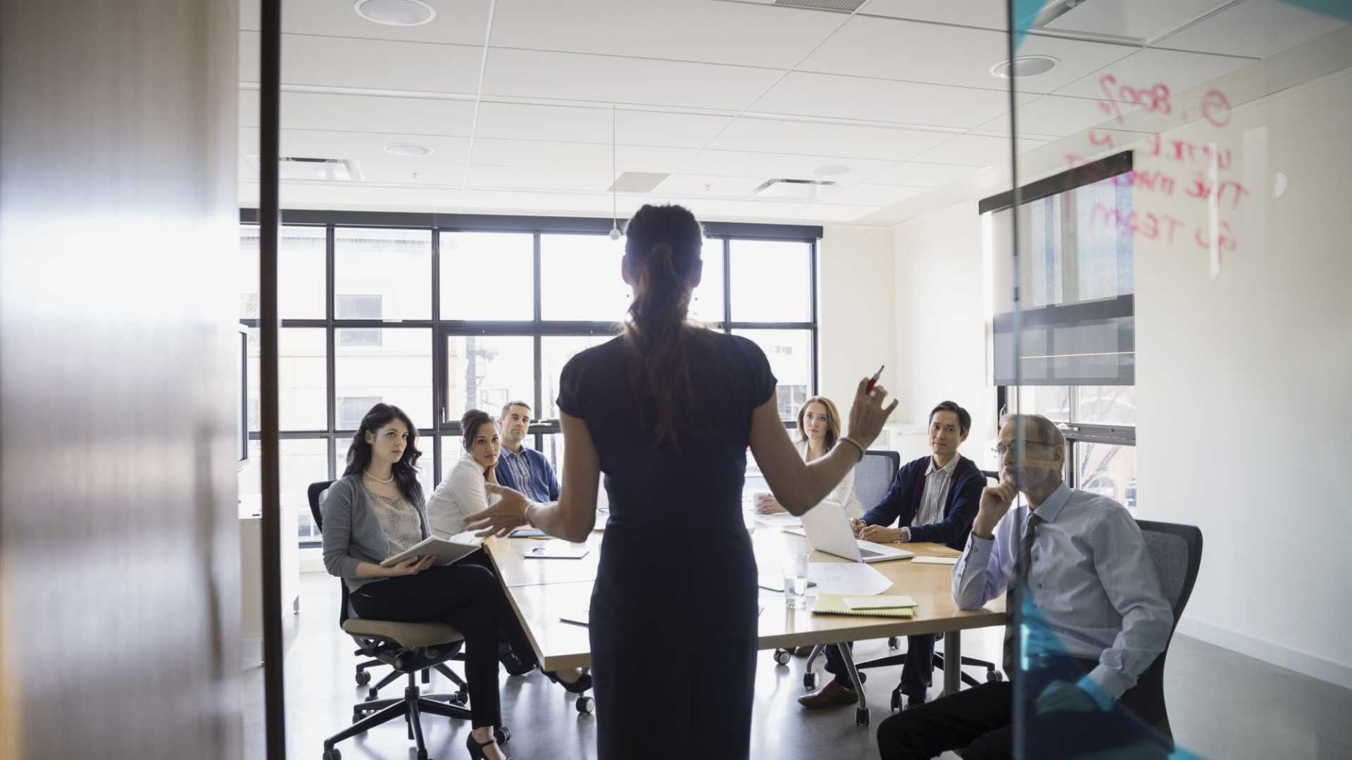 5 Things That Happen When a Real Leader Enters a Room