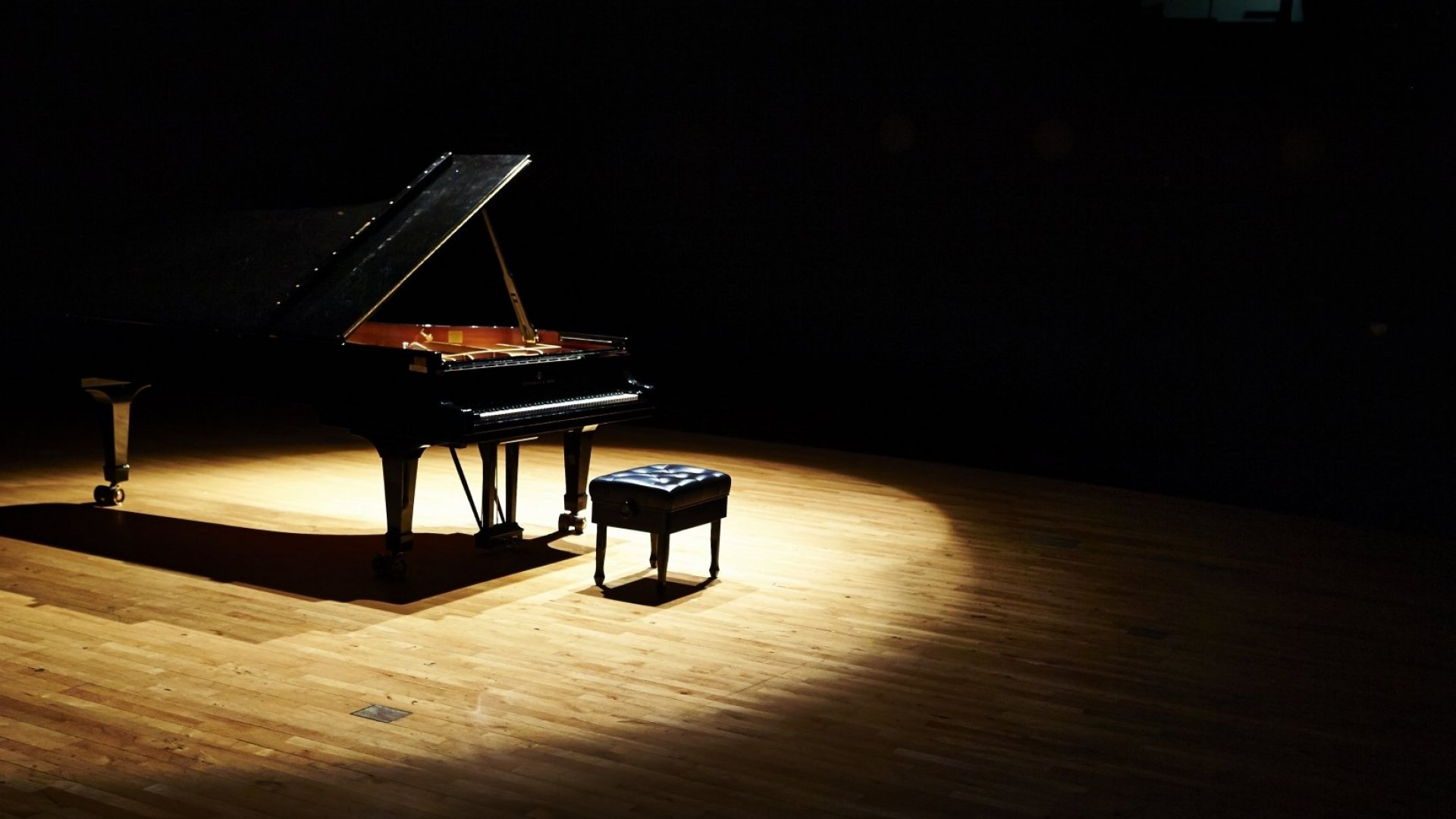 These Dueling Piano Companies Can Teach You a Valuable Business Lesson