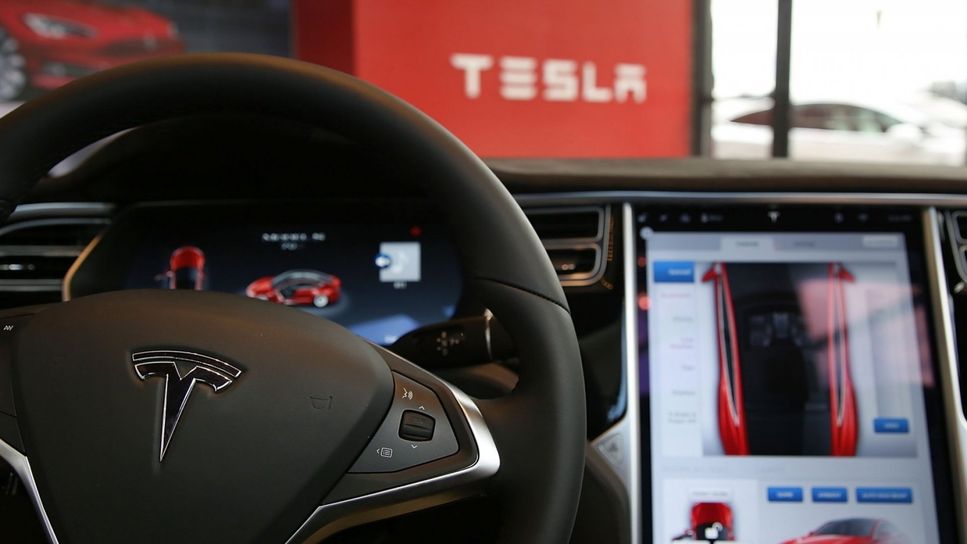 California Cops Figured Out How to Stop a Tesla in Autopilot While the Driver Slept Behind the Wheel