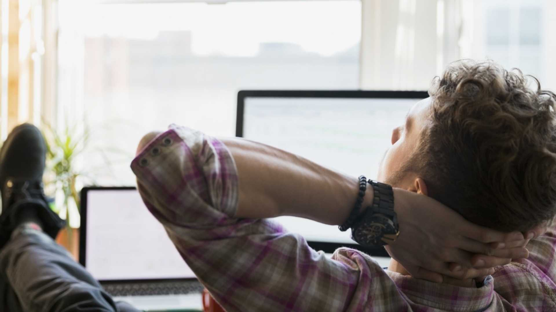 Frustrated With Your Job? Try This 1 Relaxation Exercise You Can Do At Your Desk