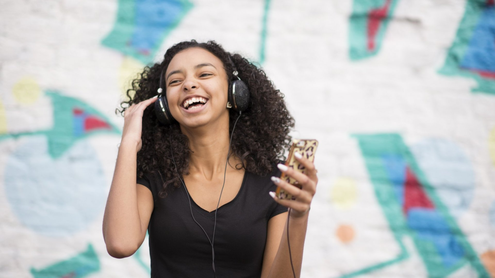 Your Favorite Music Has 1 Major Impact on Your Brain, Says Science
