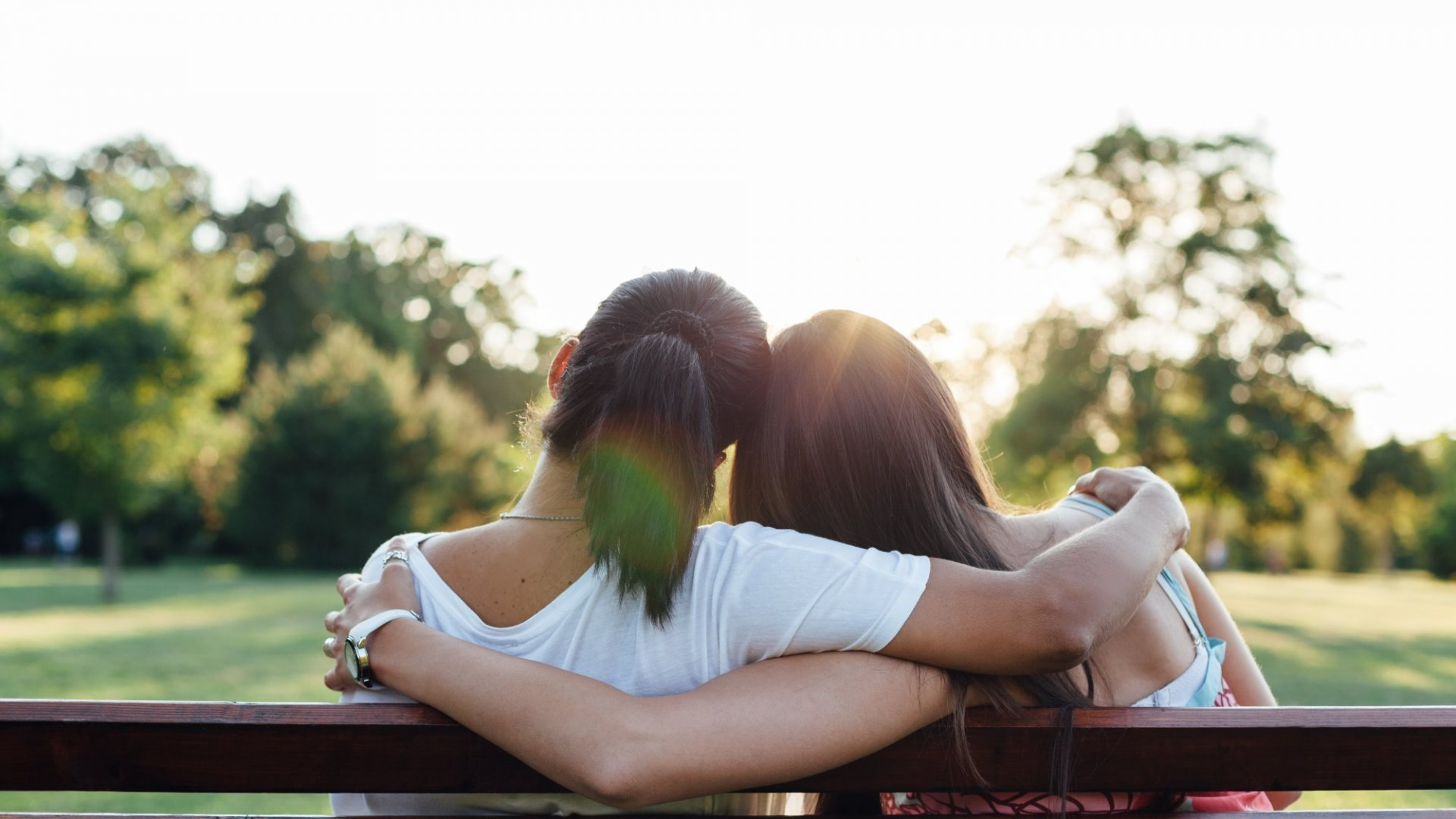 New Research Shows Your Brain Is Literally on the Same Wavelength as Your Bestie's