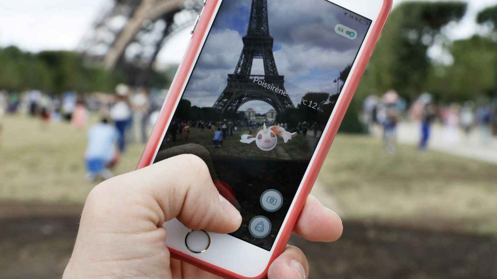 Apple iPhone Sales Plummet: Time for Entrepreneurs to Panic?