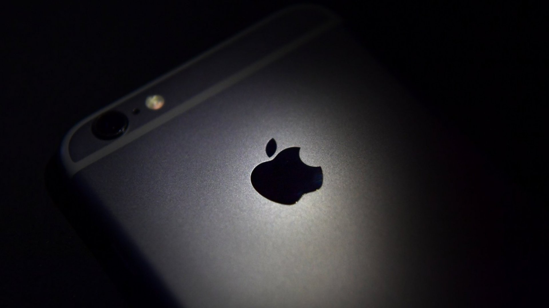 1.4 Billion iPhones and iPads Are at Risk Because of This Major Security Flaw