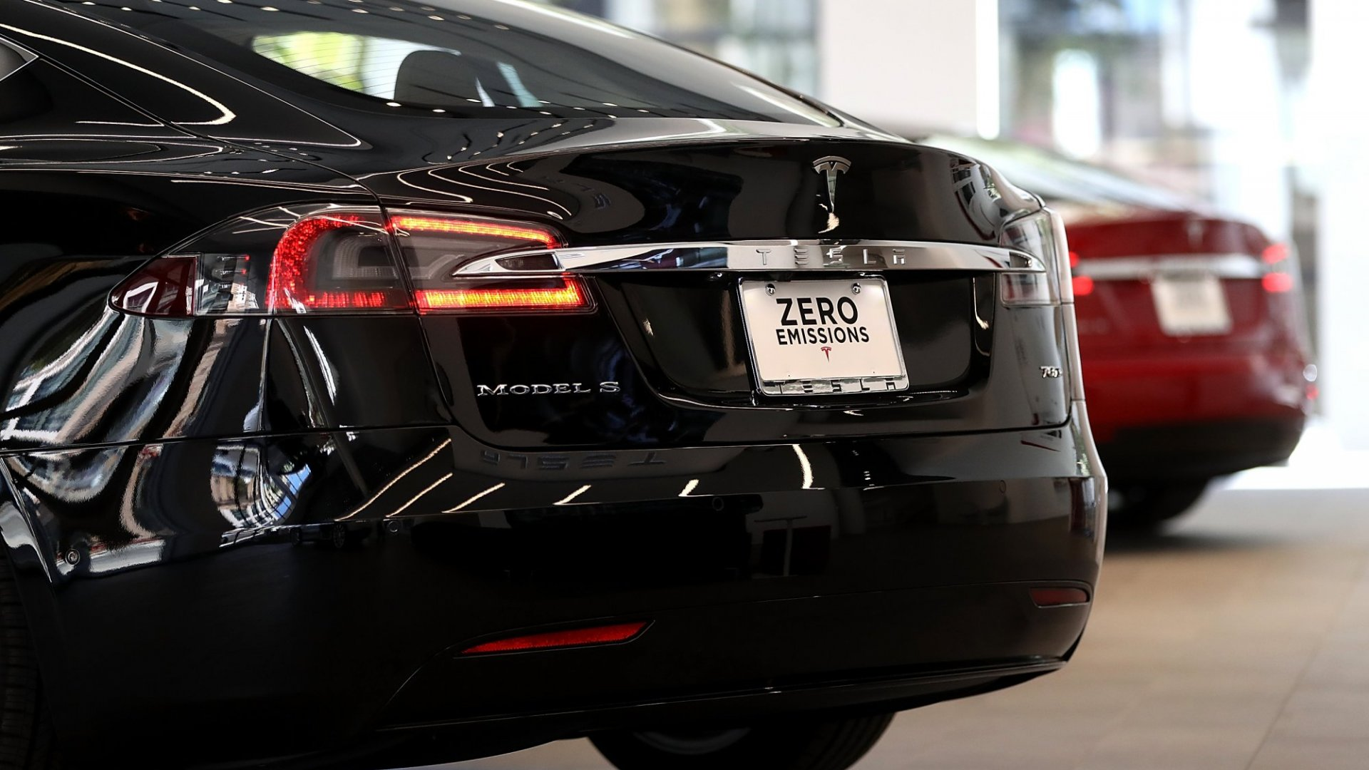 Hackers Access Tesla Brakes From 12 Miles Away