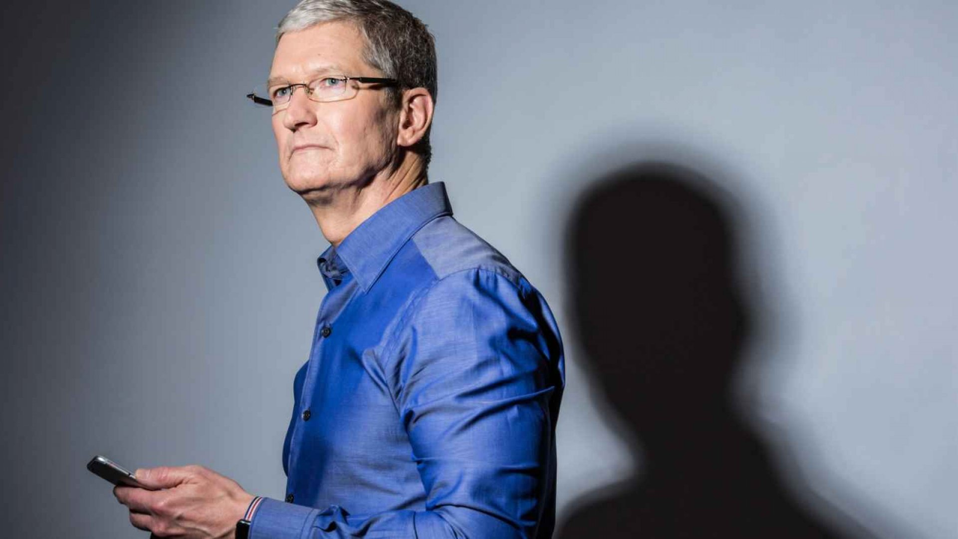 Apple's Tim Cook Says Being a CEO Is a 'Lonely Job.' Here's How to Solve That Problem