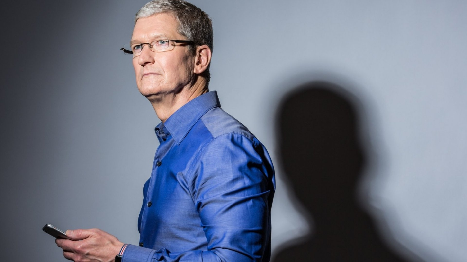 If Tim Cook Had Kids, He Wouldn't Want Them on Social Media. Here's What He'd Teach Them Instead