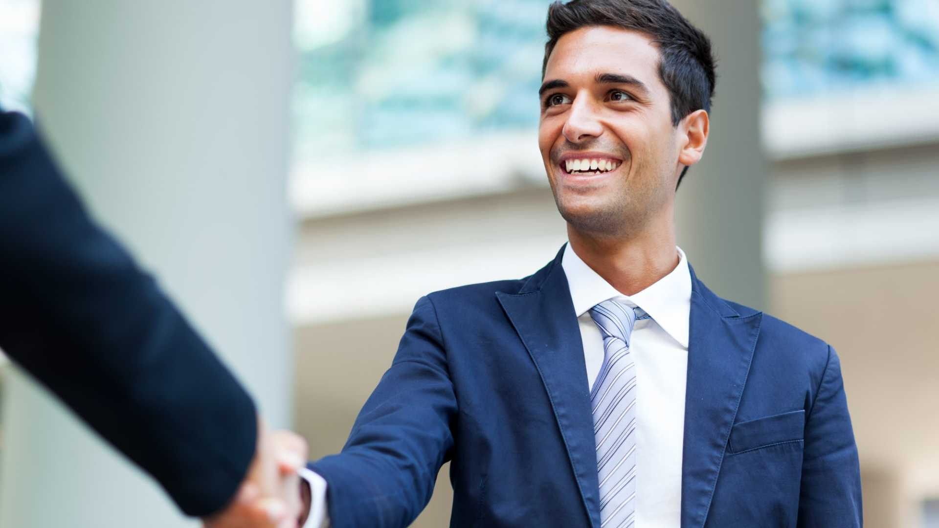 Starting a New Job? Do These 3 Things on Your First Day to Start Right