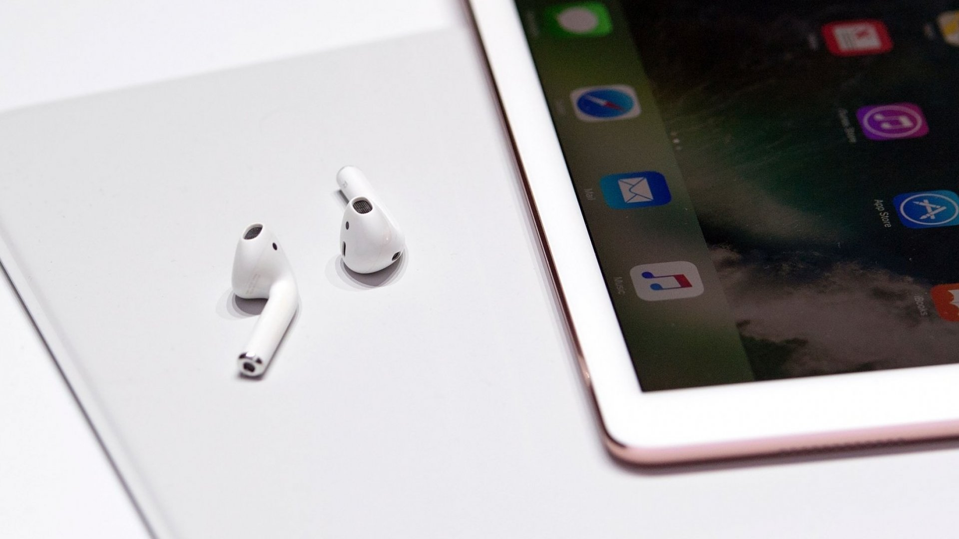 Reviewed: Apple AirPods Deliver a Wonderful Auditory Surprise