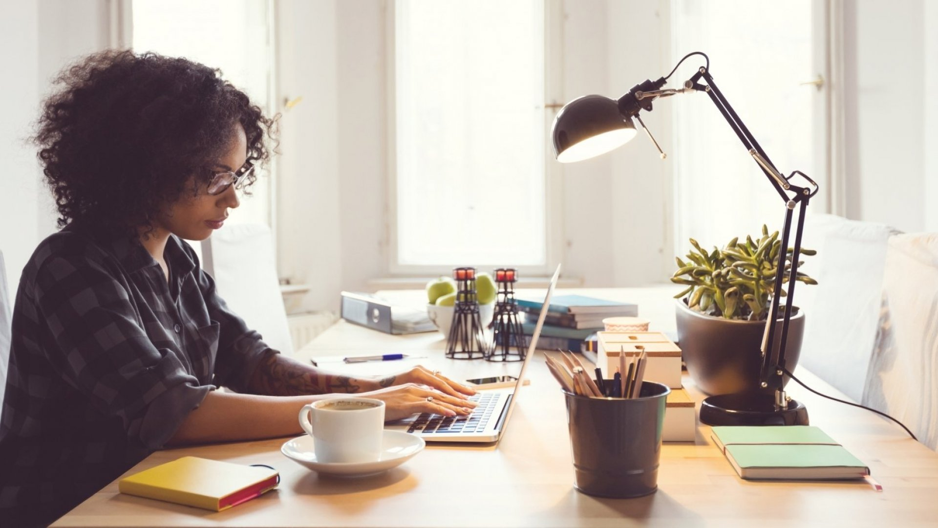 7 Important Pros and Cons to Consider Before Hiring Freelancers
