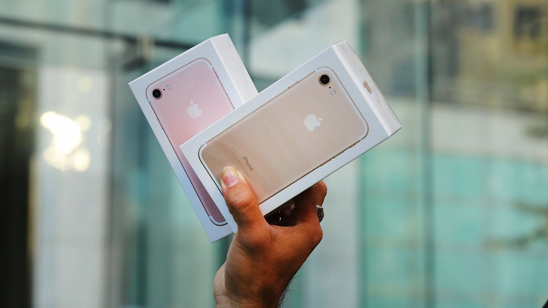 Apple Earnings: Are iPhones Poised for a Big Rebound?
