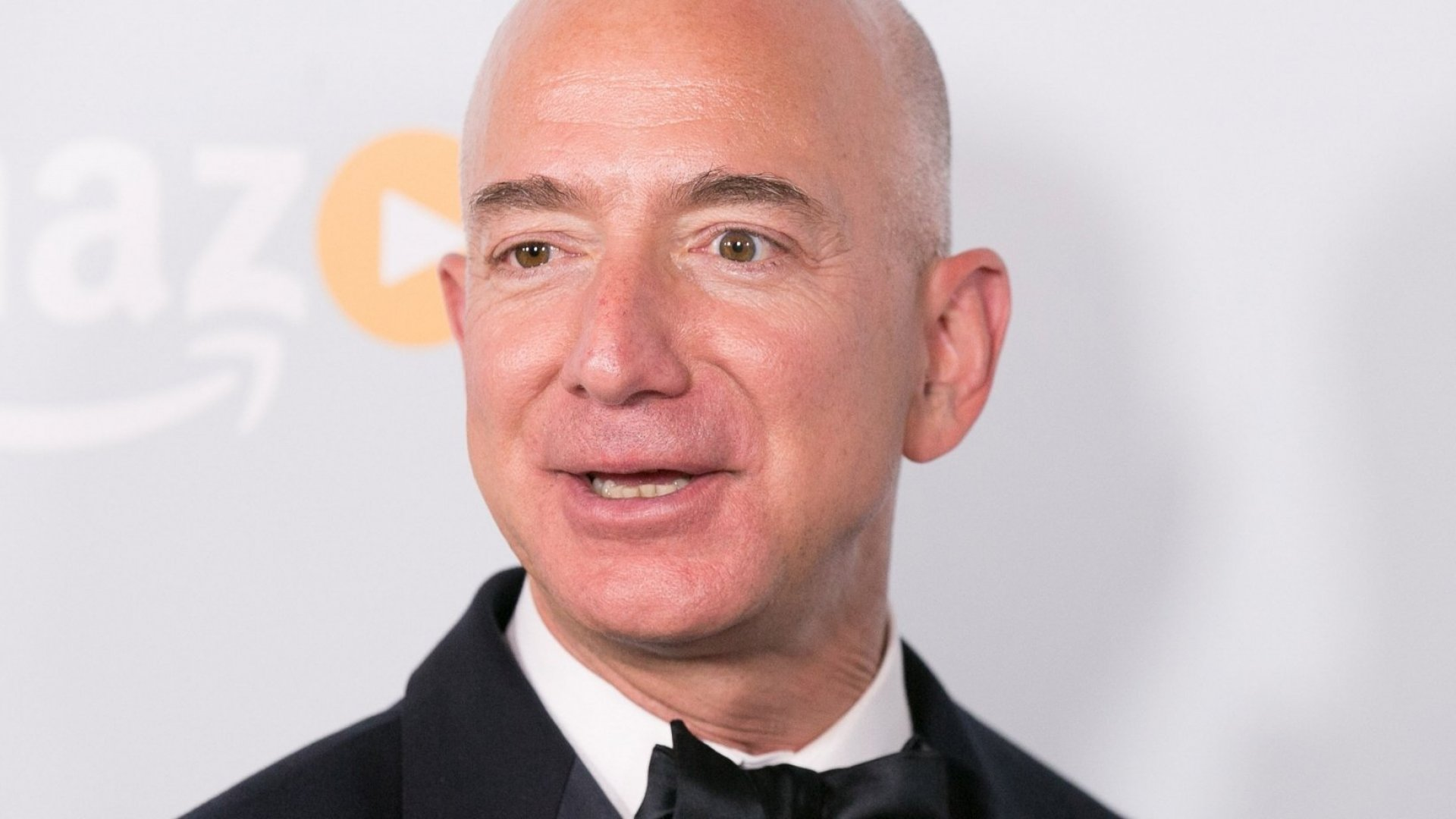 New Data Reveals Amazon's Digital Domination Over Walmart--and the Gap is Almost Unfair