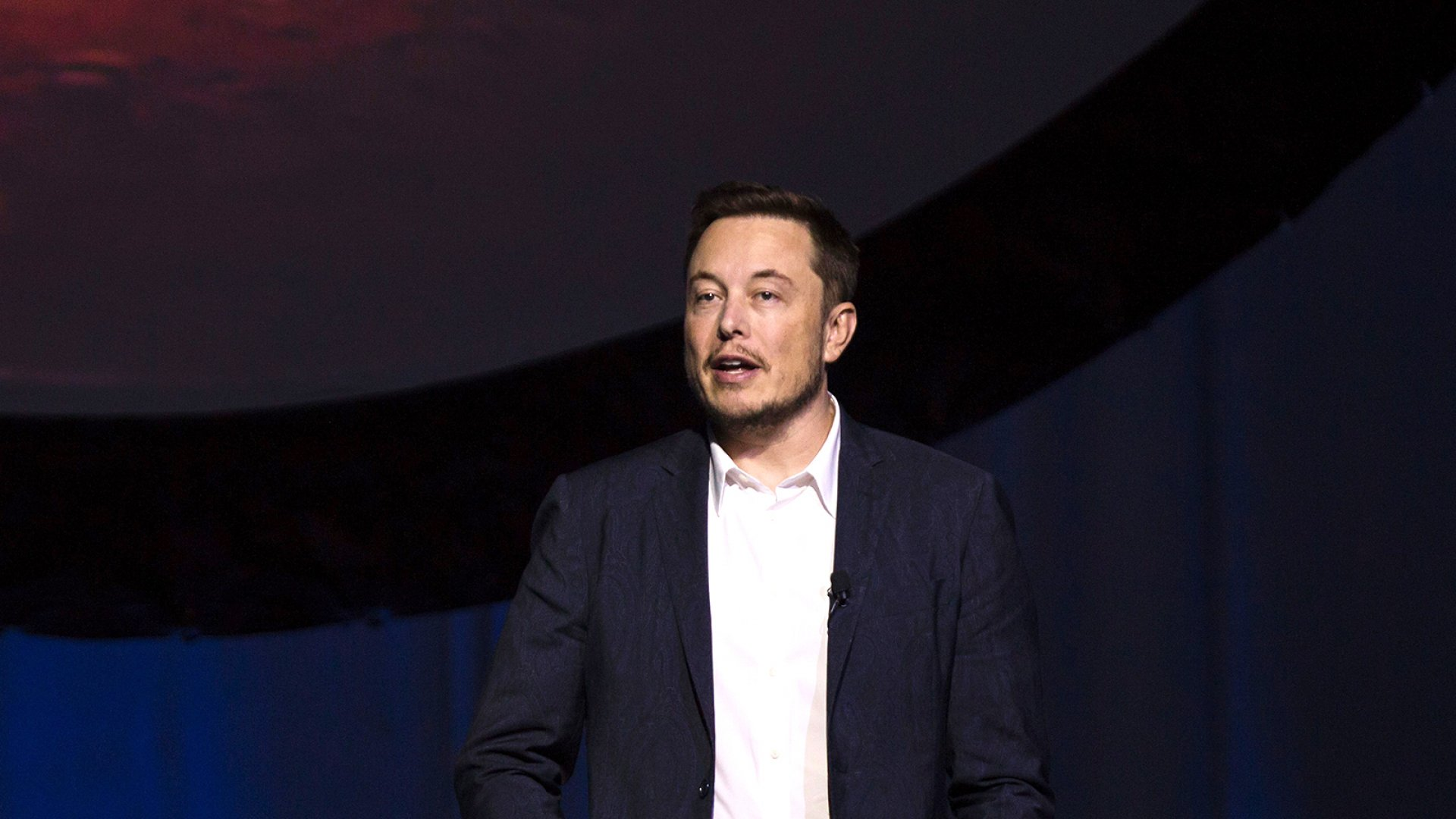 Elon Musk speaks about the Interplanetary Transport System, which aims to reach Mars with the first human crew in history, in the conference he gave during the 67th International Astronautical Congress in Guadalajara, Mexico, on September 27, 2016.