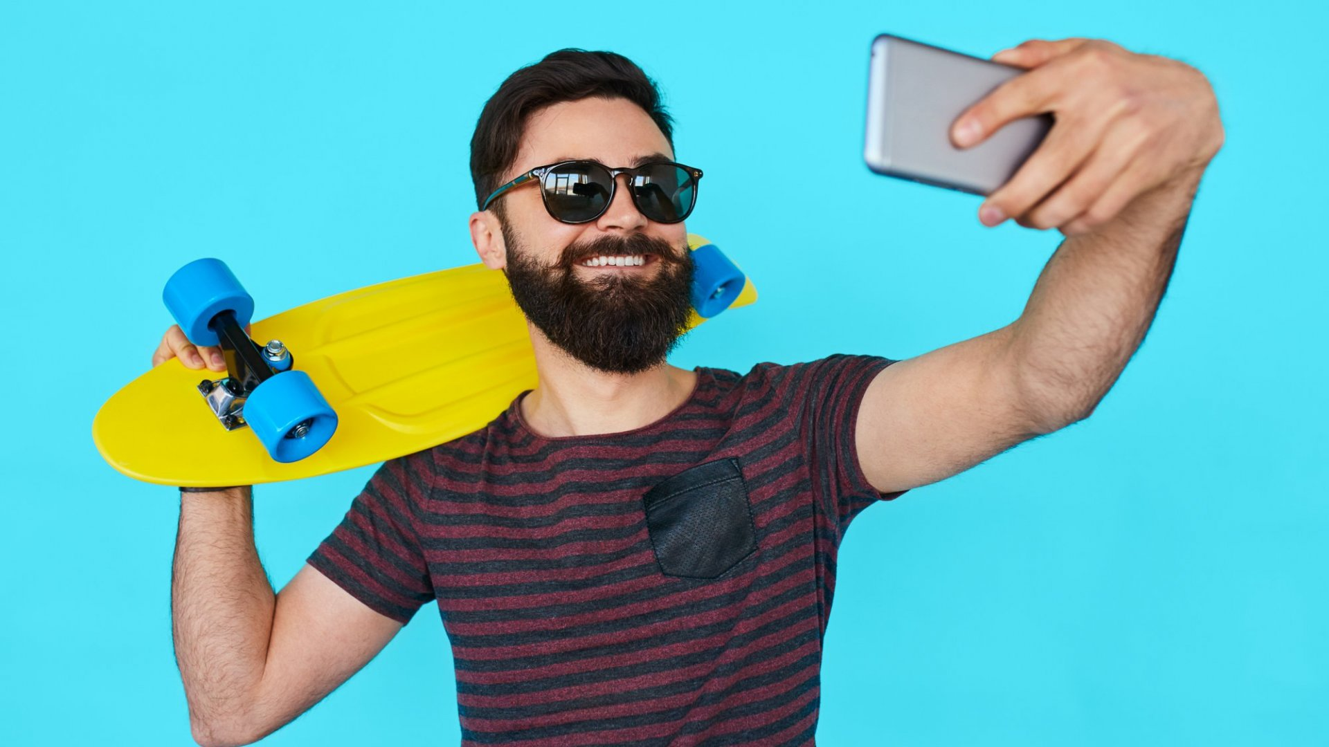 7Types of Profile PicsYou Should Never Post on LinkedIn, According to Recruiters