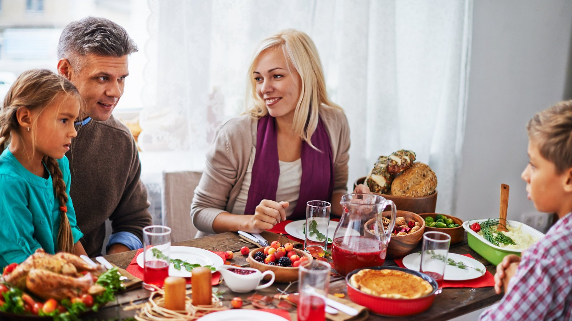 A Happiness Guru's Tips for Surviving Thanksgiving With Your Obnoxious Relatives