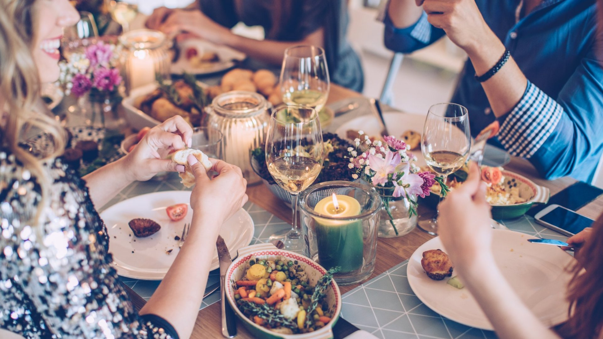 3 Conversation Starters That Guarantee Your Next Dinner Party Won't Be Boring