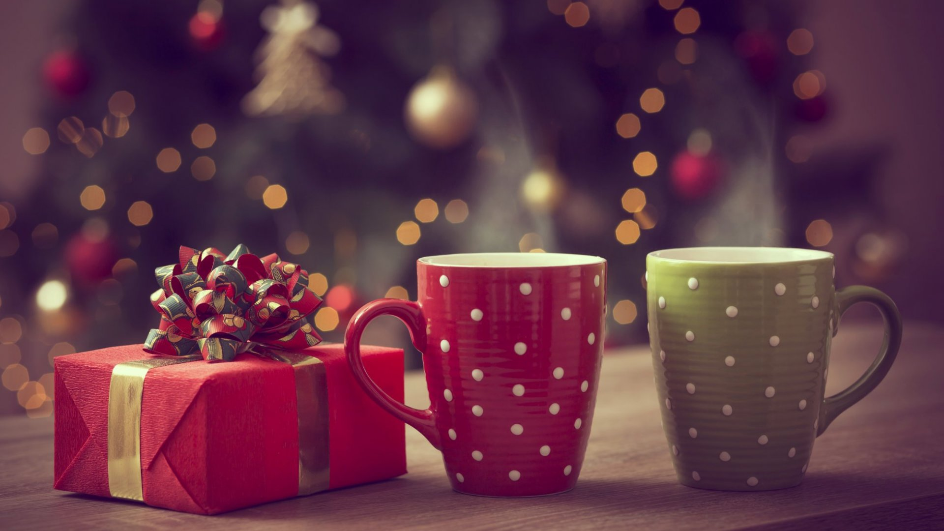 5 Holiday Gifts that Will Benefit Your Employees and Your Brand