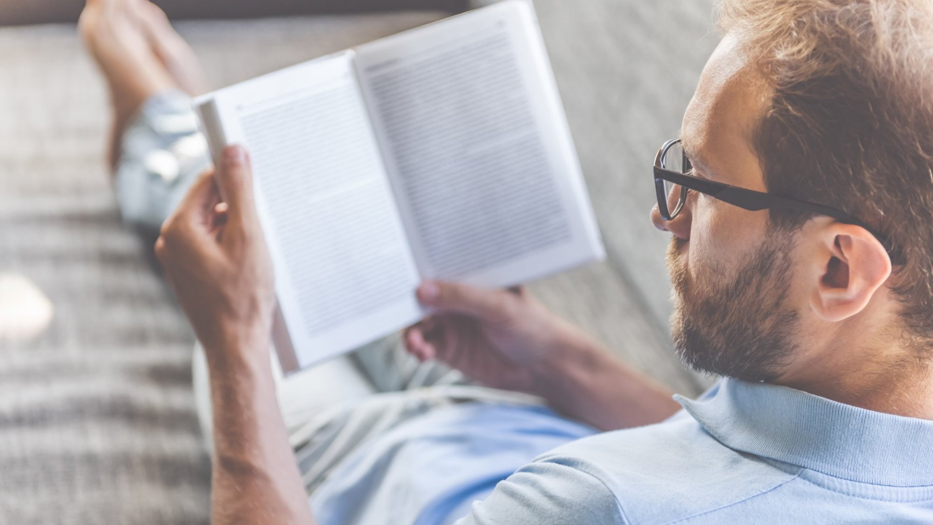 Why You Shouldn't Feel Like a Slacker for Reading at Work