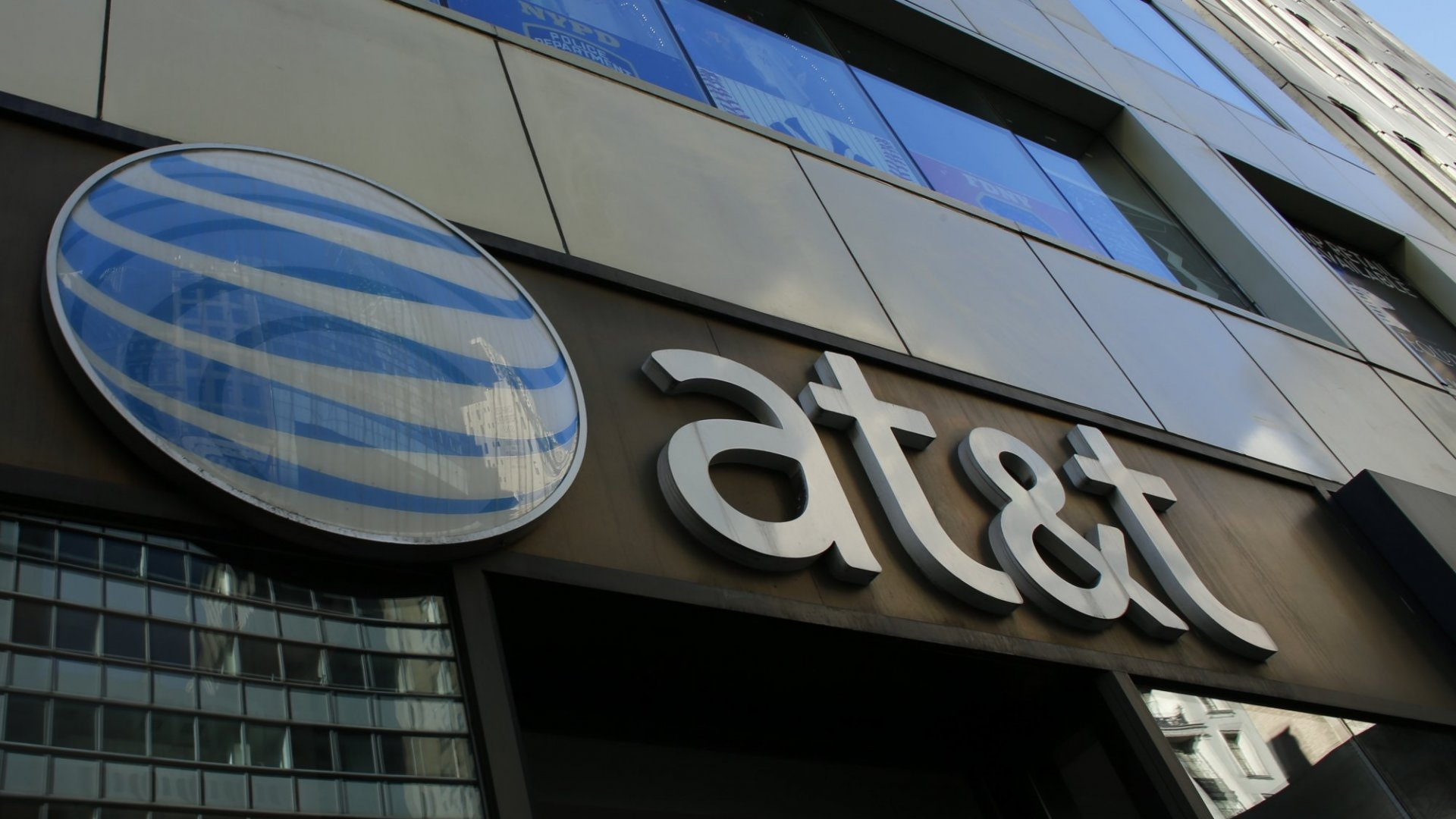 With 1 Eye-Opening Tweet, AT&T Offered aPerfectly RidiculousResponse to a SeriousAccusation