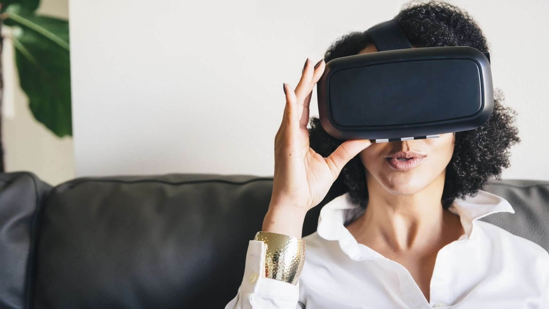 The Coolest Ways Retailers Are Letting Customers Use Virtual Reality