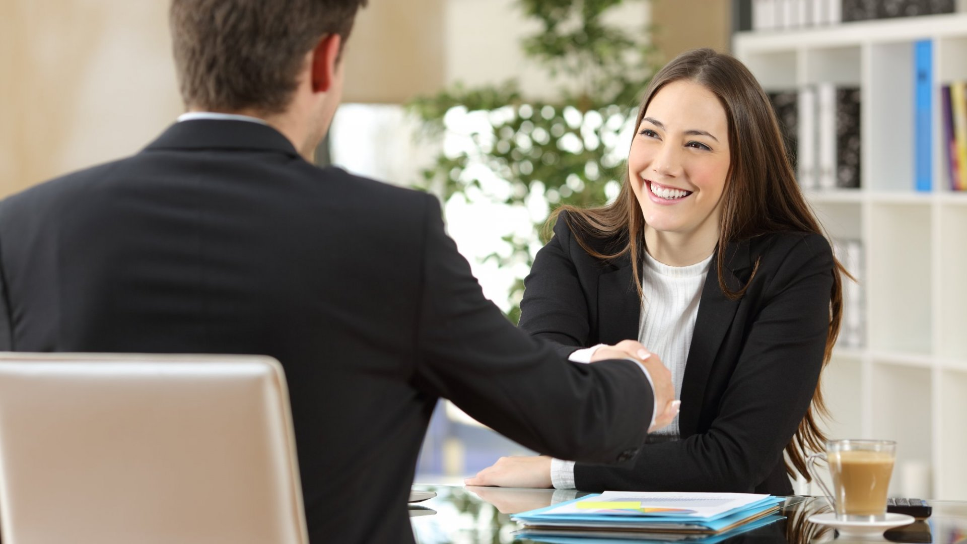 Smart interns do these 4 things to increase their chances of getting a job offer.