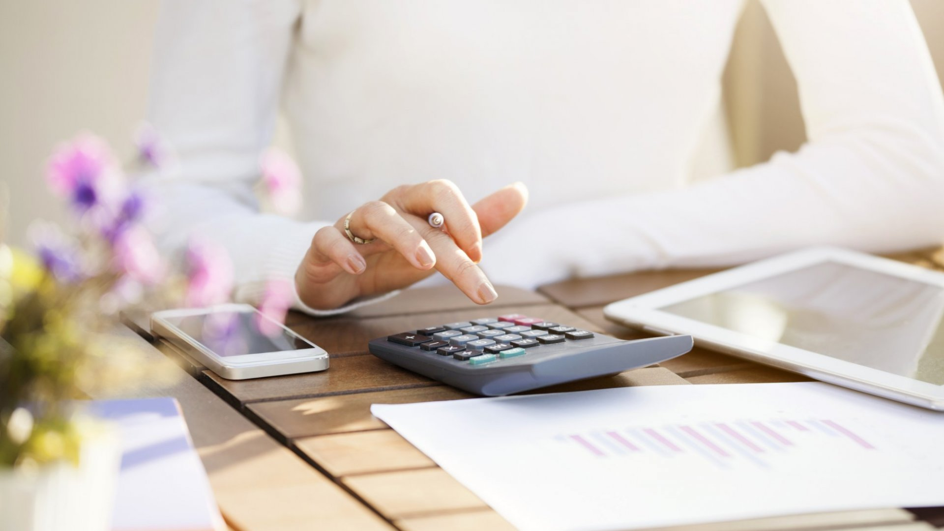 4 Financial Chores You Can Finish in 15 Minutes or Less