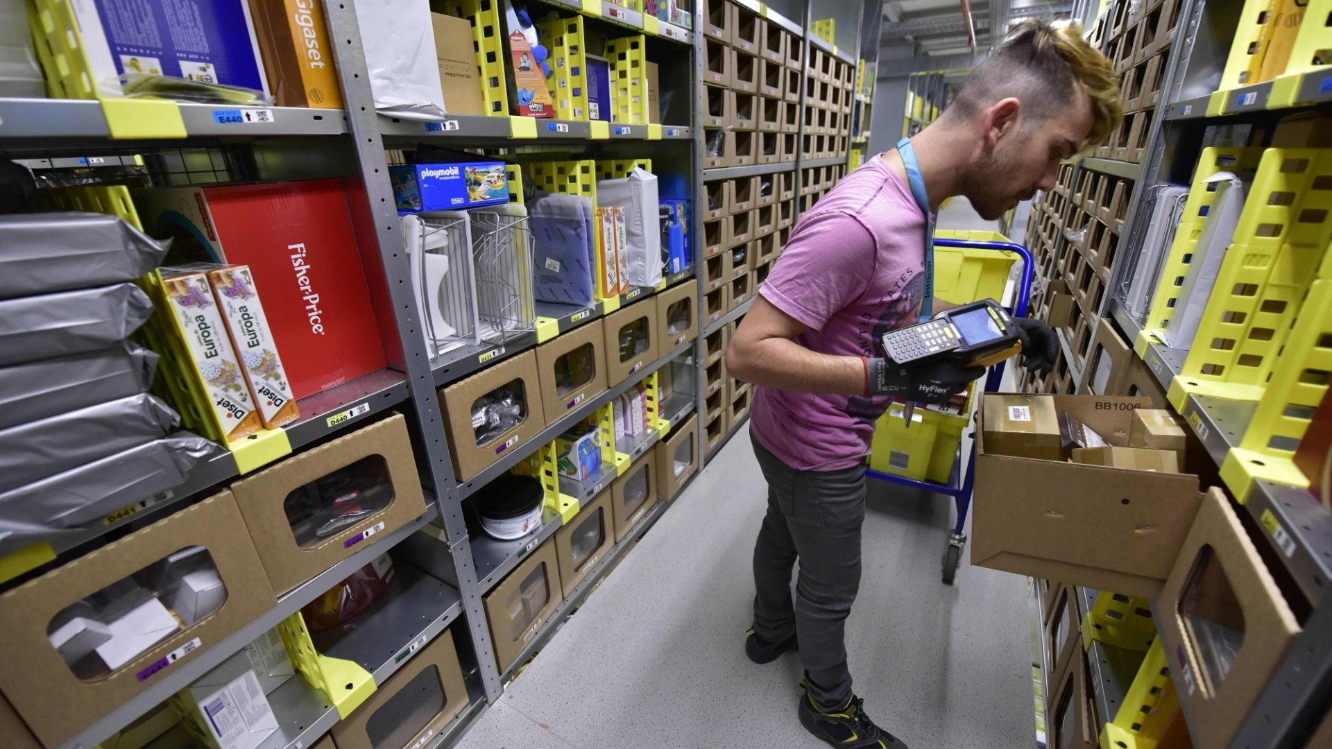 12 Reasons Why Amazon Owns the Holidays