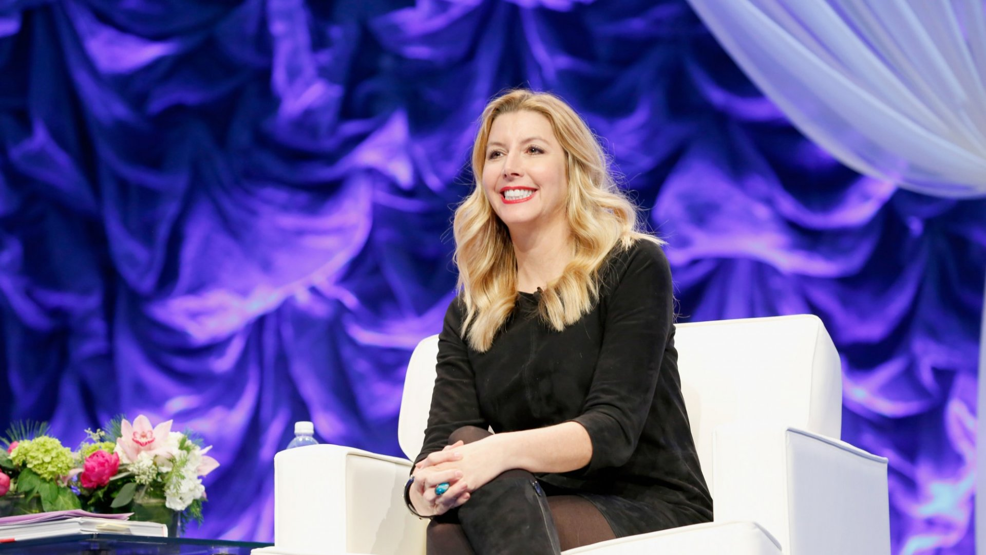 3 Body Language Tips from Billionaire Sara Blakely That Will Make a Great First Impression